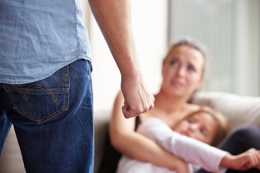 Cazuri de violente in familie